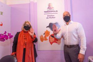 Secretária dos Direitos da Mulher, Margareth Rosi, e o prefeito de Teresópolis, Vinicius Claussen
