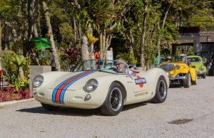 Colecionadores presenteiam Teresópolis com desfile de carros antigos
